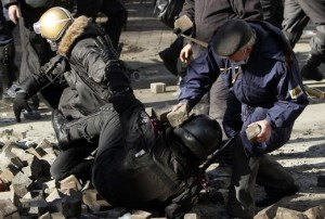 kiev-old-man-bashed-cop-with-brick